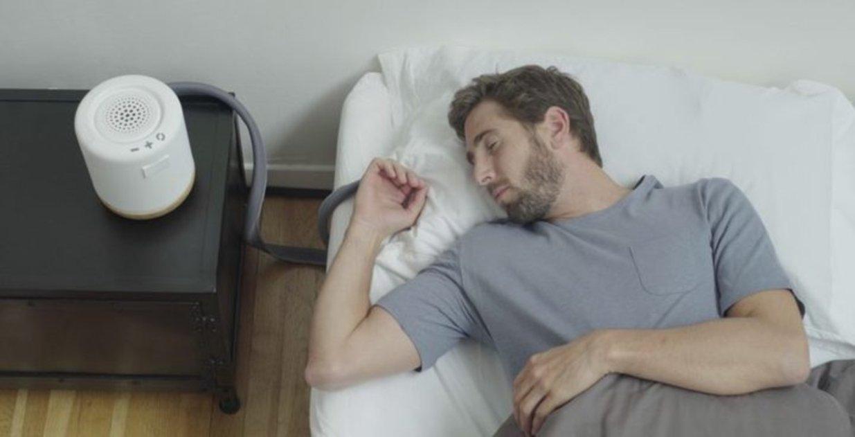 El maravilloso gadget que permite que siempre duermas en el lado frío de la almohada