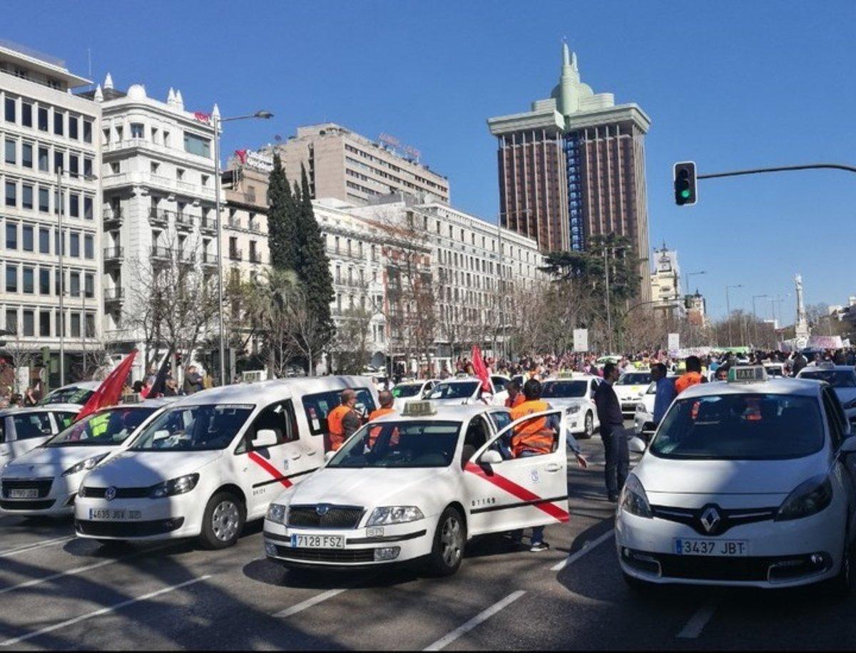 Hoy huelga en el sector del taxi, ¿por qué y con qué propósito salen a la calle?