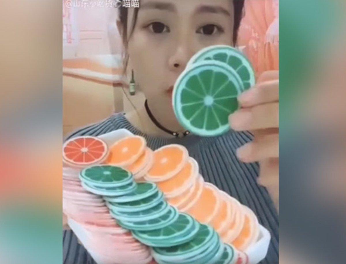 Comer hielo, la nueva moda inexplicable en las redes sociales de China