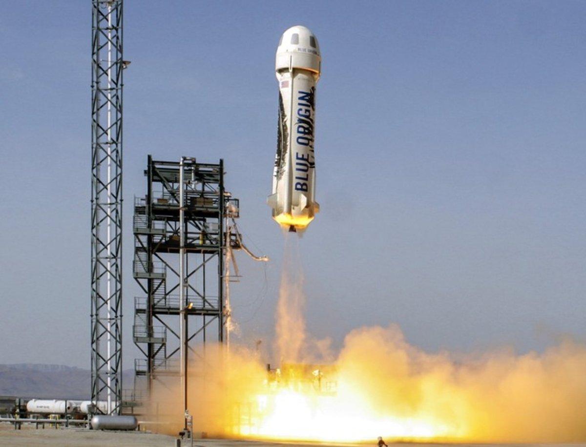 Elon Musk tiene competencia: el dueño de Amazon también lanza cohetes al espacio