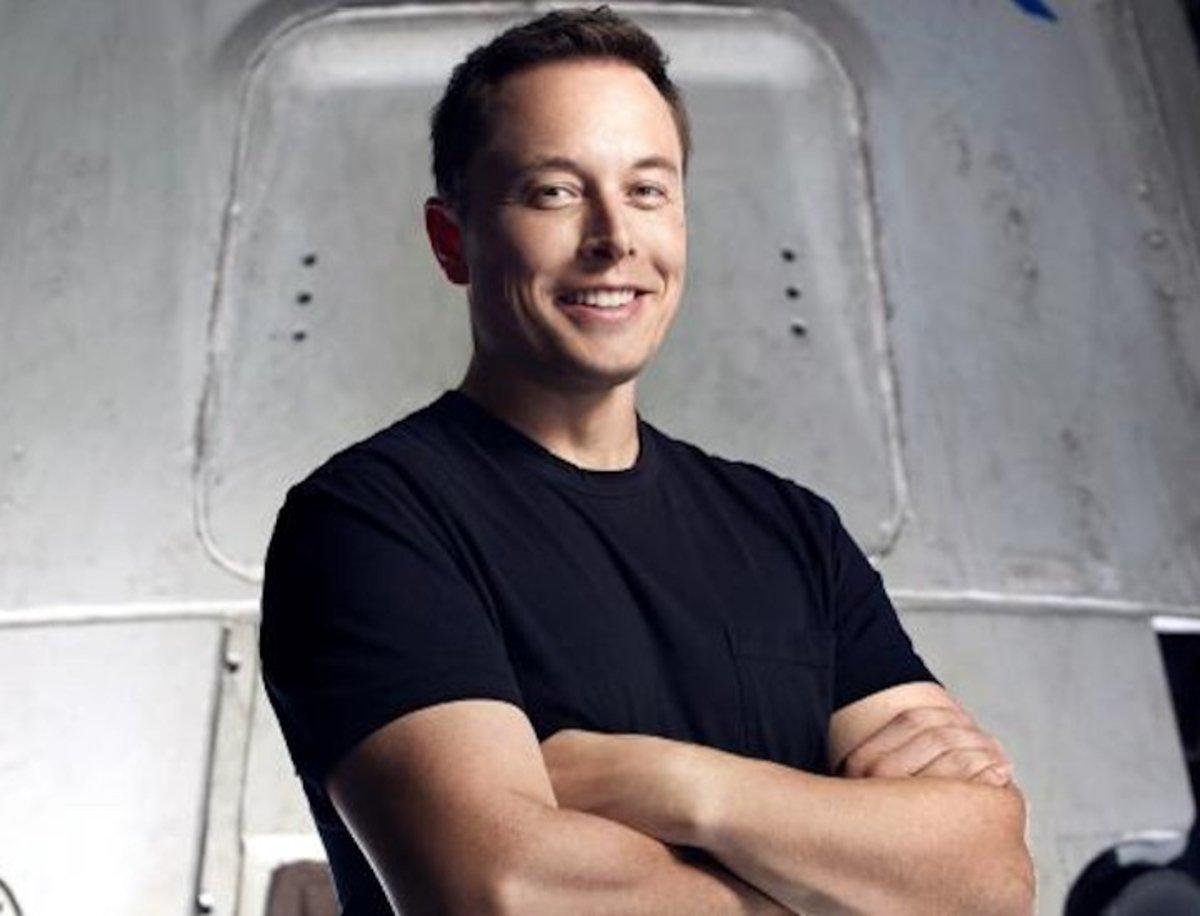 Elon Musk se une a Facebook en su lucha contra las noticias falsas
