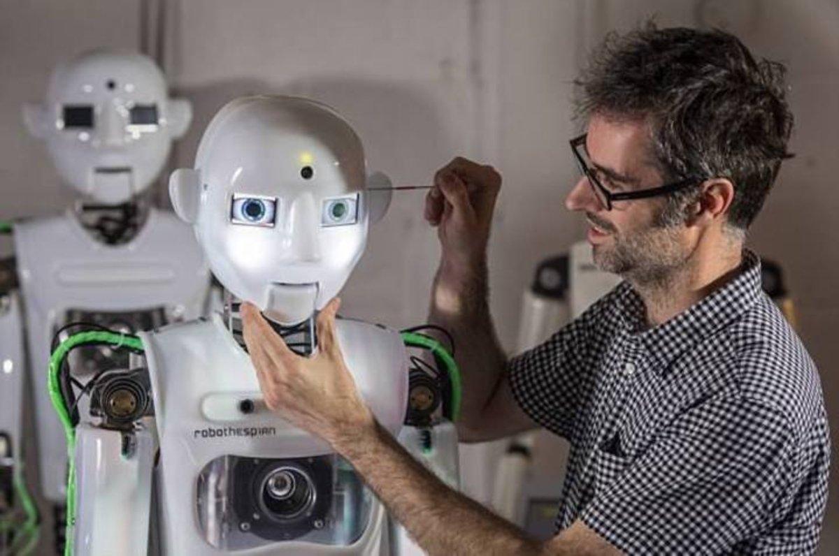 Estos horribles robots humanoides no solo pueden hablar, ¡también bailan!