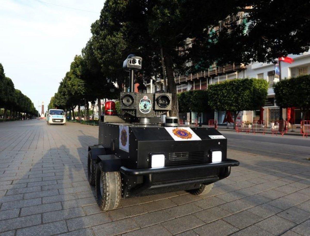El uso de robots de la policía para controlar el confinamiento por el coronavirus