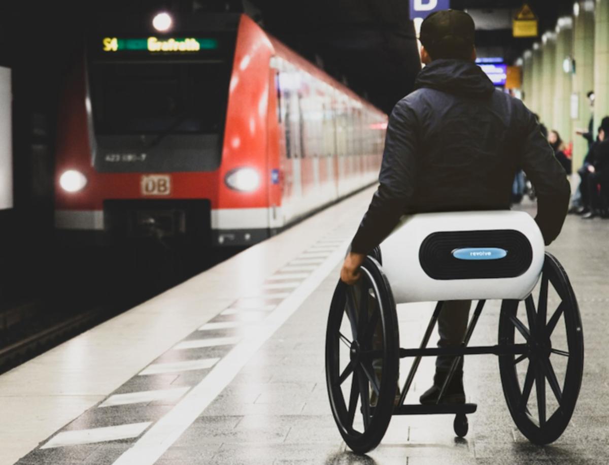 Revolve Air, así es la silla de ruedas del siglo XXI con sistema de plegado automático