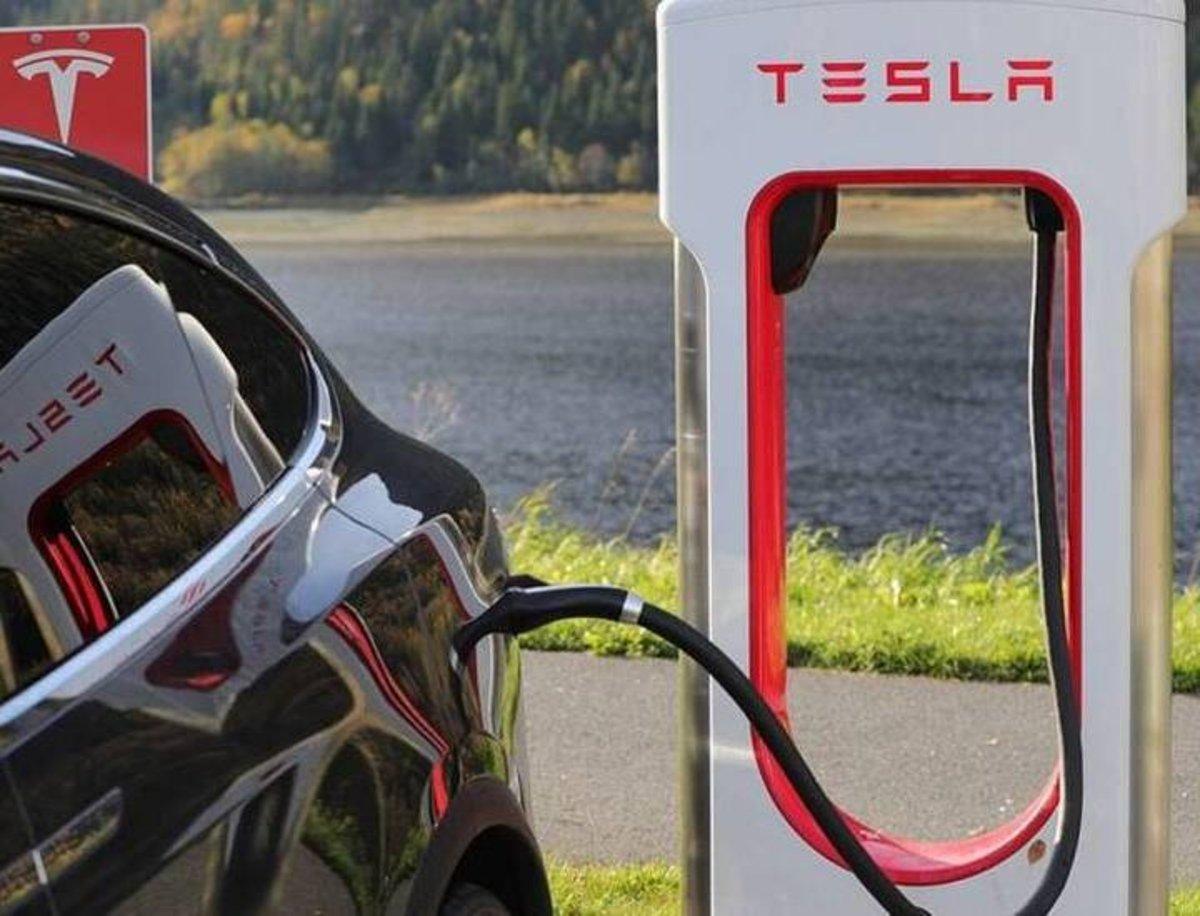 Tesla y su plan de expansión de la red Supercharger antes de abrirse al resto de marcas