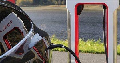 Tesla va un paso más allá al probar una potencia de 300 kW en sus estaciones Supercharger