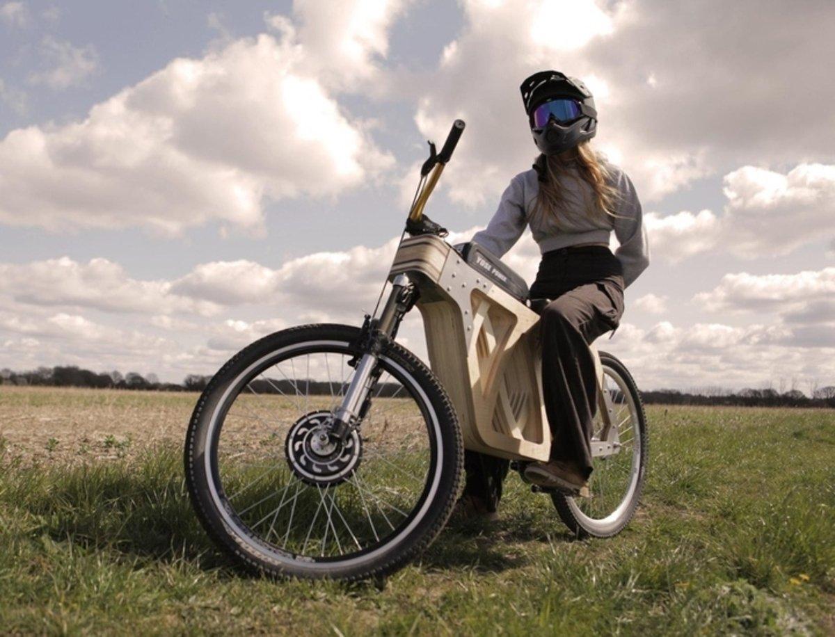Crean la bicicleta eléctrica de madera para demostrar la valía de este material