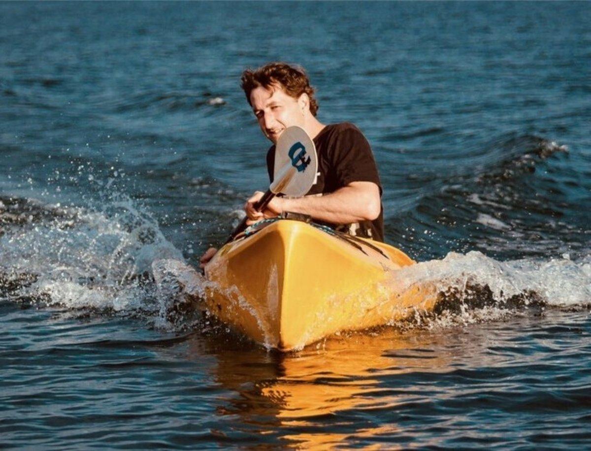 eMogi, así es el primer kayak que incorpora su propio motor eléctrico integrado