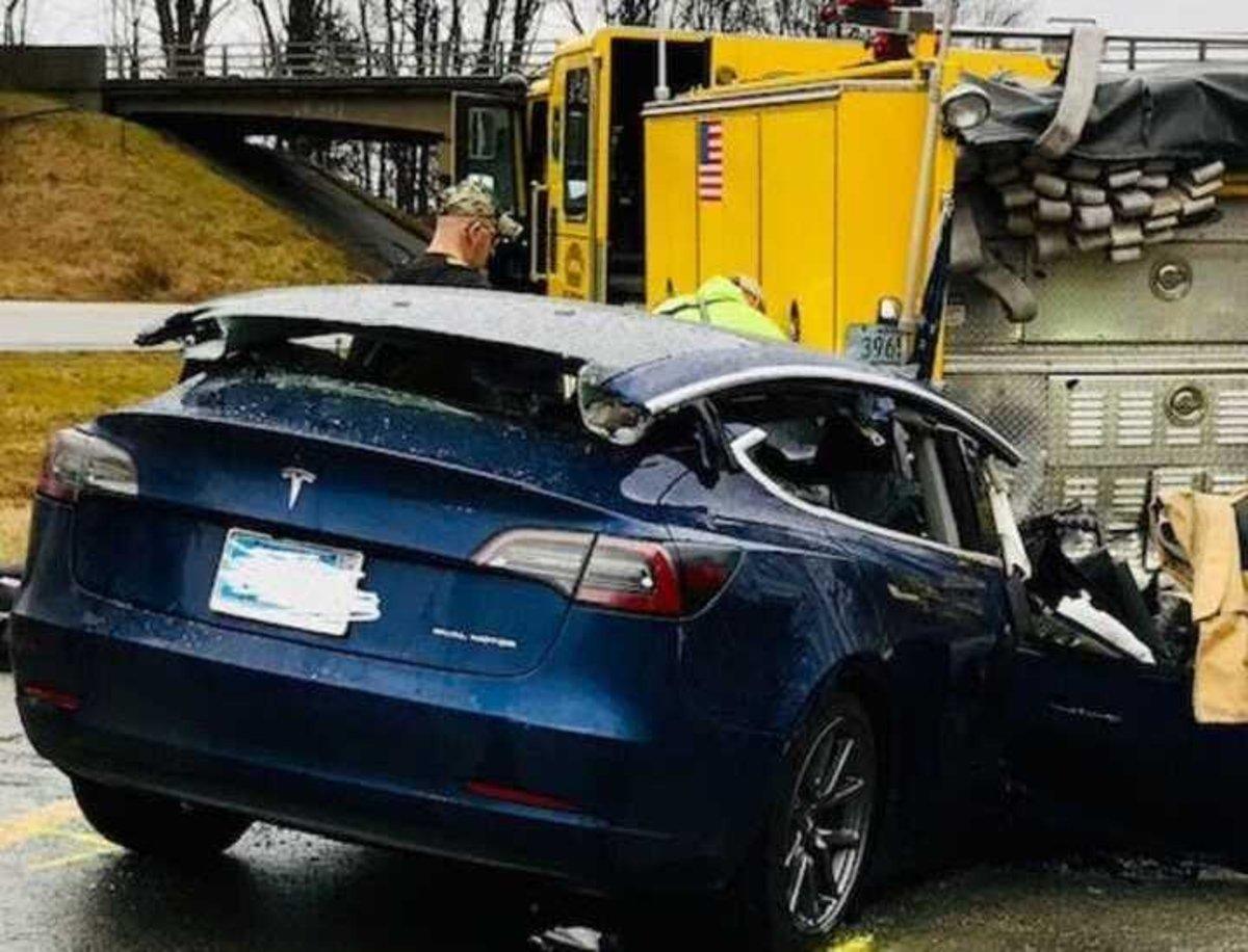 Abren una investigación a Tesla y su Autopilot por accidentes con vehículos de emergencia