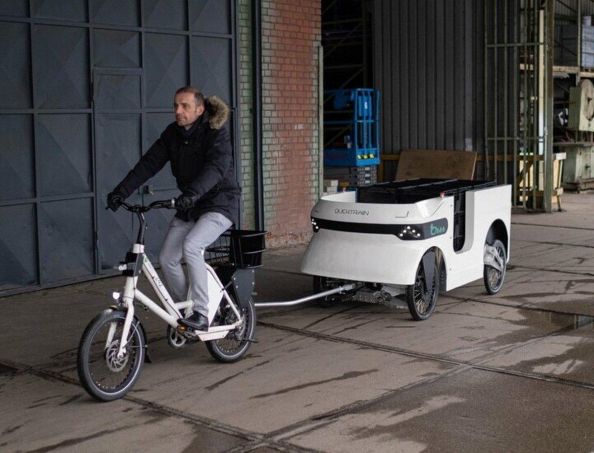Trailerduck, el remolque eléctrico para bicicletas que será un éxito en el transporte
