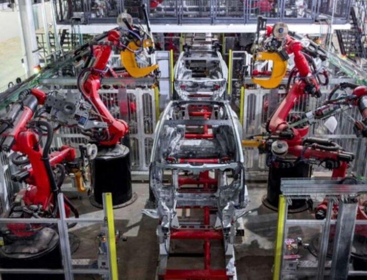 Tesla estrena la producción del model Y con piezas de fundición delantera y trasera