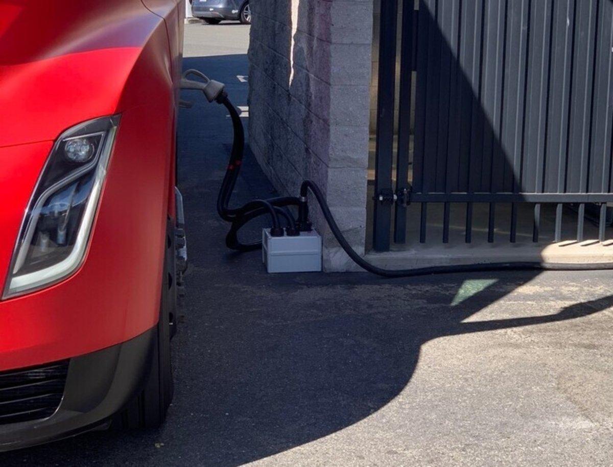 Tesla ya instala el cargador Megacharger pensado para su futuro camión Semi